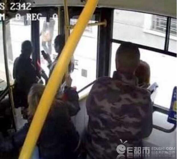 6男子公车性侵女子画面曝光