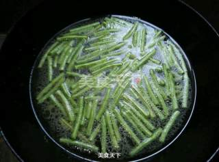 肉丝拌豆角的做法步骤:1